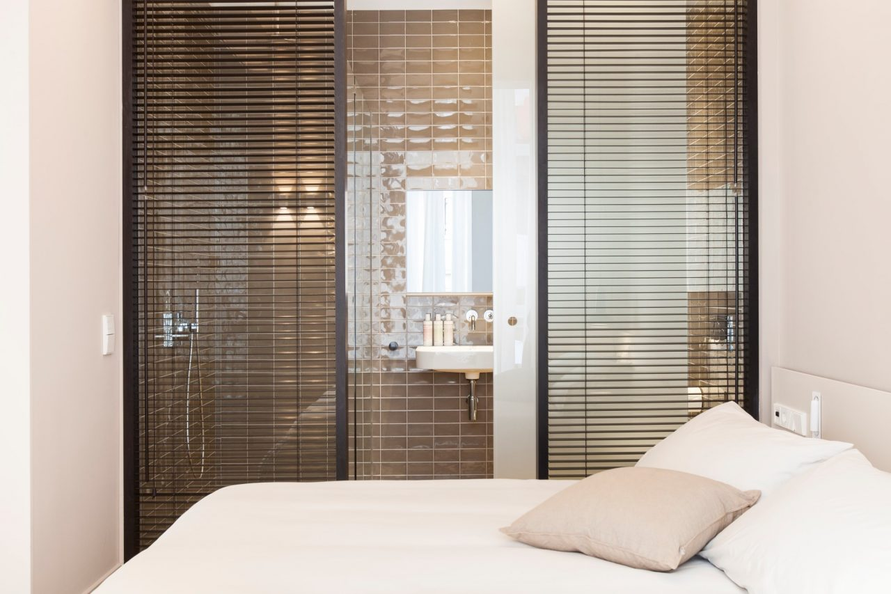 Our 2 bed / 2 bathroom apartments solve this issue, with fully equipped and refreshing en suite bathrooms that are ideal for all travel companions.